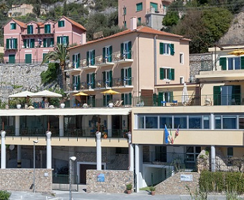 HOTEL HOLIDAY VARIGOTTI